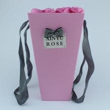 Подарочная корзина с искусственными розами  оптом
